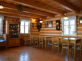 Dubové stoly, posezení pro velkou skupinu lidí