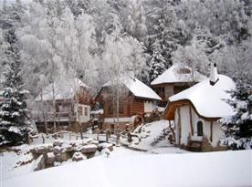 Pohádková vesnička pod sněhovou peřinou