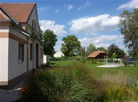 Pohled na přední část areálu