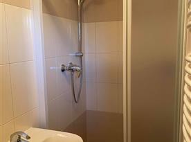 Sprchový kout v patře