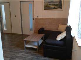 Obývací místnost - rozkládací gauč