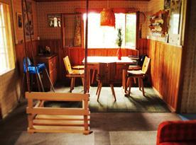 Obývací pokoj a jídelna se vstupem na verandu