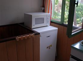 Lednička s mikrovlnou troubou