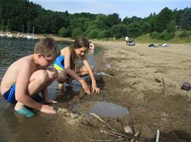 Orlická přehrada - dětské hrátky s pískem
