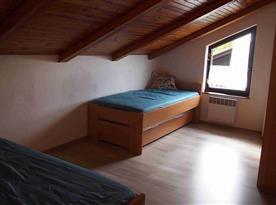 Ložnice s dvěmi postelemi 90*200cm a dvěmi přistýlkami 80*190cm
