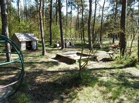 dětské lesní hřiště - v těsné blízkosti domu