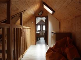 Pohled z chodby do ložnice