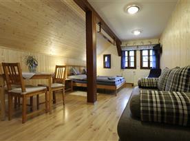 Prostorná ložnice s posezením