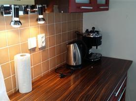 vybavení kuchyňského kouta společenské místnosti