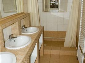 Koupelna s umyvadly