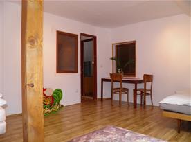 Velký 8 lůžkový pokoj - podkroví