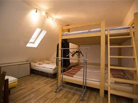 Velký, 8 lůžkový pokoje - podkroví