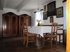 Obytná místnost s jídelní sestavou