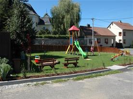 Dětské hřiště 30 m od objektu