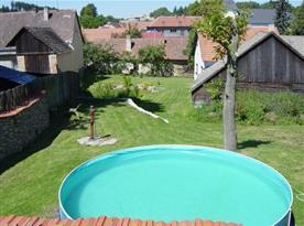 Možnost využití bazénu na zahradě
