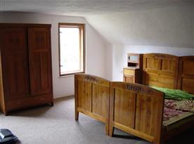 Ložnice s lůžky, skříní, nočním stolkem