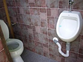 2. Toaleta venkovní u letní kuchyně