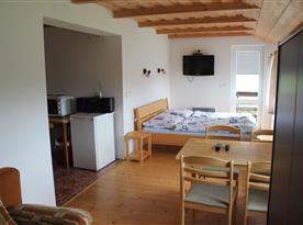 Pokoj v přístavbě - s kuchyňkou, koupelnou a balkonem