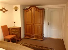 dvoulůžková ložnice 15ti lůžkového apartmánu v 1. patře
