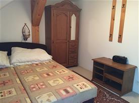 dvoulůžková ložnice v 15ti lůžkovém apartmánu