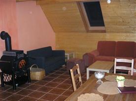 Apartmán C s obývacím pokojem a jídelním koutem