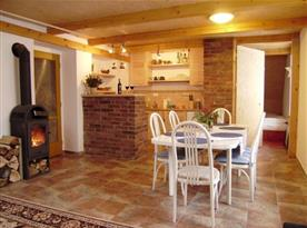 Apartmán B s obývacím pokojem a jídelním koutem