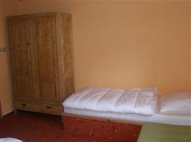 Apartmán B s ložnicí, lůžky a skříní