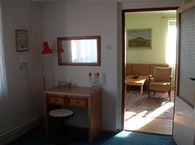 Apartmán A - pohled z ložnice do obývacího pokoje