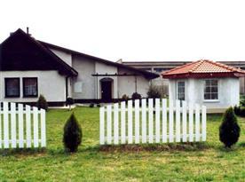 Pohled na rekreační dům ze zahrady