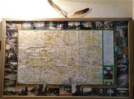 Turistická mapa s tipy na výlety a fotografiemi blízkým turistických cílů
