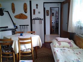 Apartmán A - posezení v pokoji