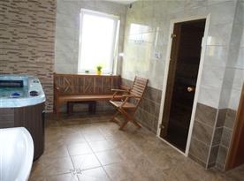 Vlastní wellness s vířivou vanou a finskou saunou