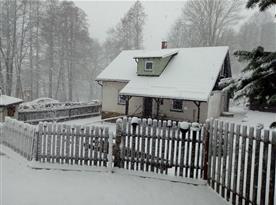 Chalupa Mezi Potůčky v zimě