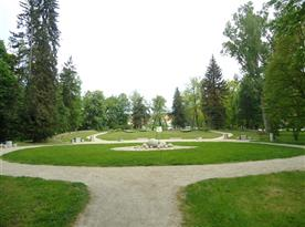 Park s hřištěm