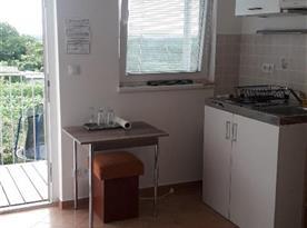 Studio 1 - vchod a kuchyňský kout
