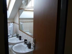6 l. apartmán - koupelna