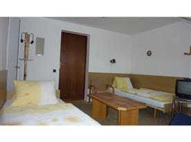Pokoj č1.- sdílené soc. zařízení
