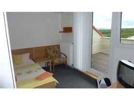 Pokoj č.2 s balkonem-sdílené soc. zařízení
