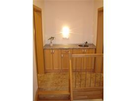 Kuchyňka na chodbě,pokoje s vlastním zařízením