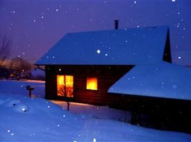 pohled na srub v zimě