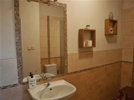 Pokoj č. 1 - sociální zařízení (WC, sprchový kout).
