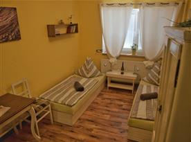 Pokoj č. 1 - pro dvě osoby, disponující dvěma jednolůžkovými postelemi.