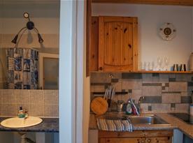Apartmán č. 5 - sociální zařízení s kuchyňkou.
