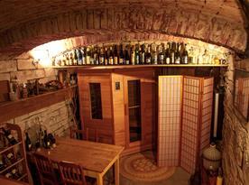 Vinný sklep se saunou a posilovnou.