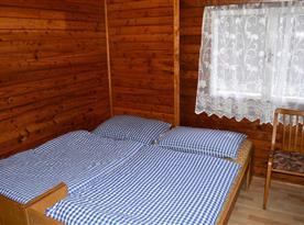 Čtyřlůžková chatka s WC a kuchyňkou - pokoj
