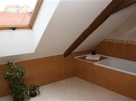 Koupelna s toaletou v patře