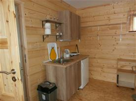 kuchyňka , interiér obložený dřevem