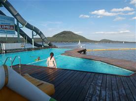 zapuštěný bazén v jezeře s filtrovanou vodou,Hlavní pláž Staré Splavy