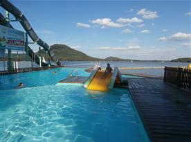 bazén zapuštěný v jezeře s filtrovanou vodou , Hlavní pláž Staré Splavy