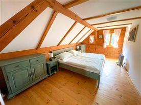 1. ložnice pro 2 osoby s výhledem na zahradu